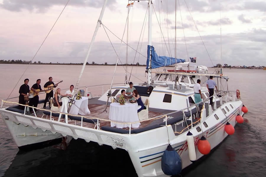 bali-hai-cruise-aristocat-evening-dinner-cruise-02