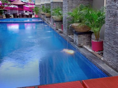 fave-hotel-swimming-pool