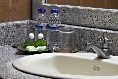 puri-dibia-hotel-bathroom