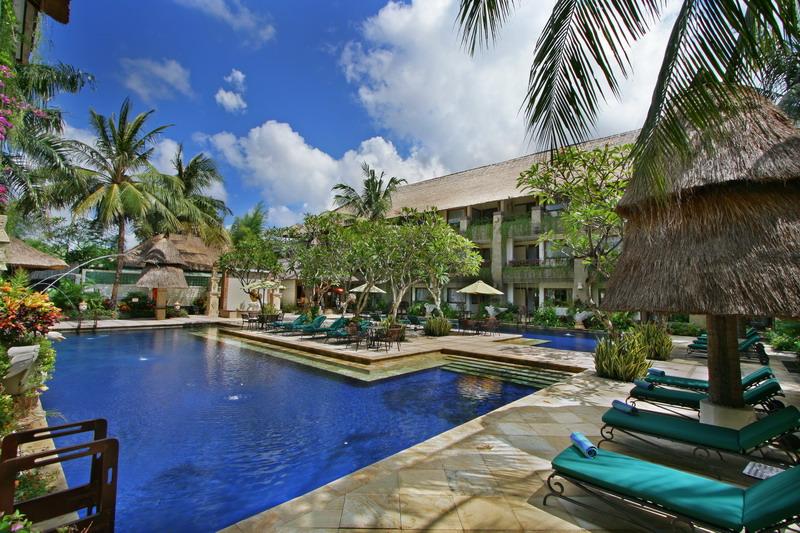 the-grand-bali-swimming-pool-2