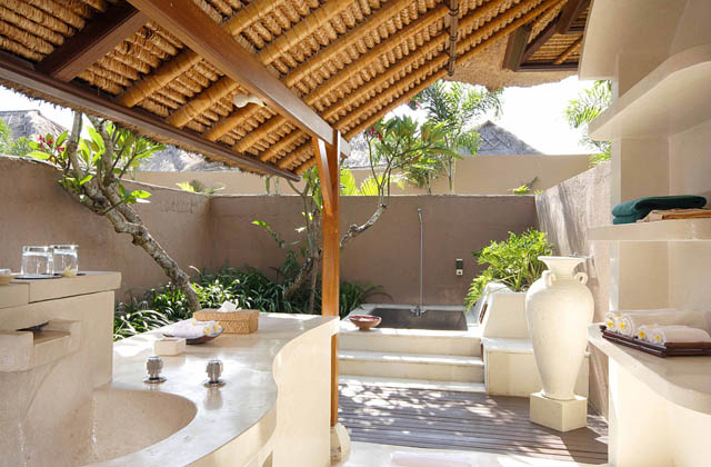the-new-bli-bli-residence-six-bedroom-villa-bathroom