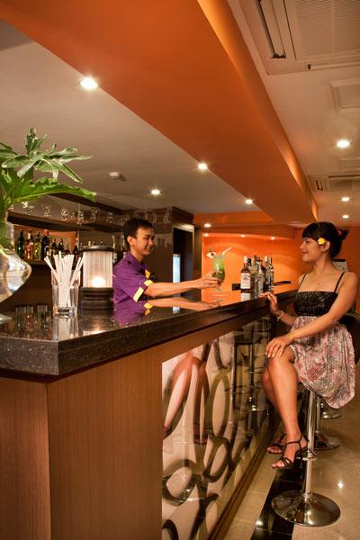 the-royal-eighteen-resort-bar