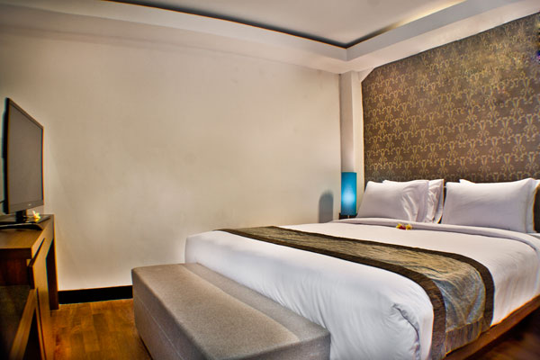 the-royal-eighteen-resort-room-01