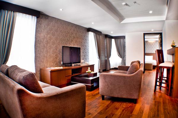 the-royal-eighteen-resort-ruang-tamu-suite-01