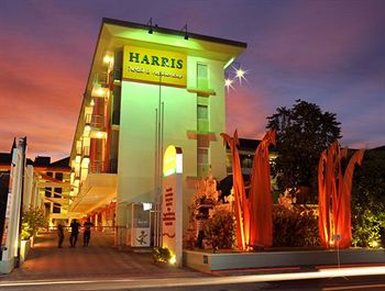 Harris Hotel dan Residences Riverview