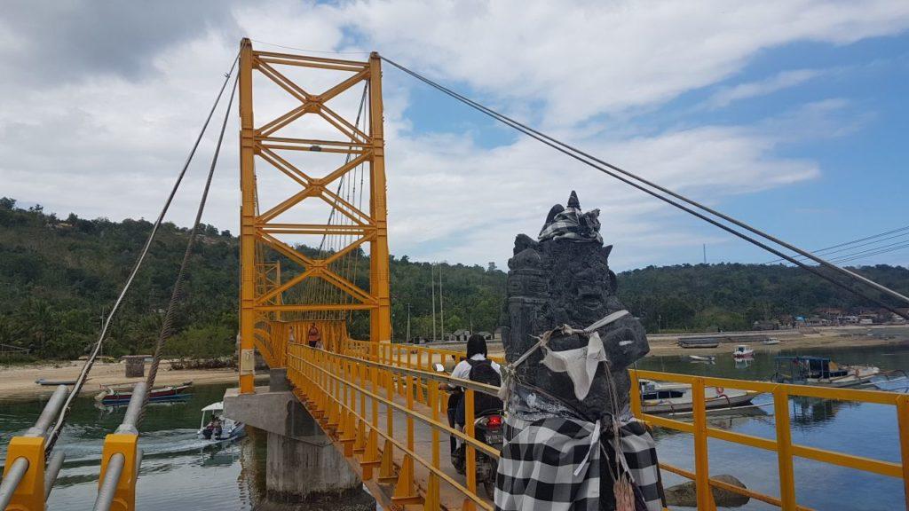 Jembatan kuning, Nusa lembongan